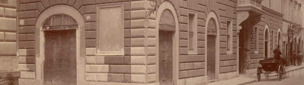 1834 : l'Ordre s'établit définitivement à Rome où il possède le Palais Magistral ainsi que la Villa Magistrale